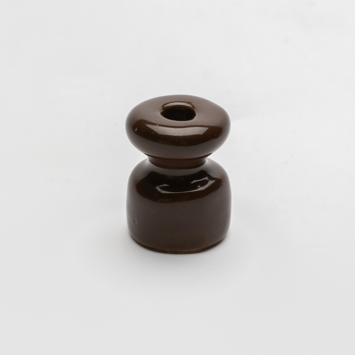 Керамический изолятор коричневый